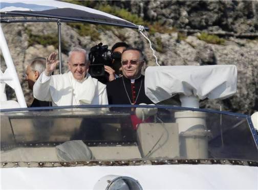 8 luglio 2013 Papa Francesco a Lampedusa - www.lavocedelmarinaio.com