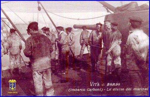 Le divise dei marinai di una volta (foto carlo di nitto per www.lavocedelmarinaio.com) - Copia