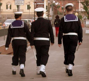 Ronda-della-Marina-Militare-per-le-vie-di-Taranto-www.lavocedelmarinaio.com_