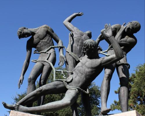 Monumento ai Caduti di Cefalonia, opera dello scultore Mario Salazzari di Verona