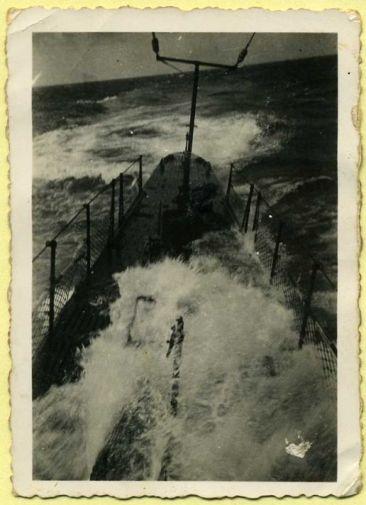 R. Sommergibile in navigazione - www.lavocedelmarinaio.com (foto collezione privata fam.Miccoli - Copia