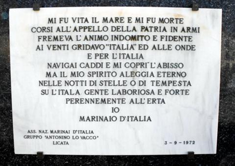 Lapide monumento ai Marinai di Licata -  www.lavocedelmarinaio.com