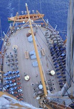 alza bandiera a bordo di nave Vespucci - www.lavocedelmarinaio.com