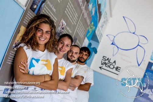 volontario al centro di recupero tartarughe marine di Brancaleone - www.lavocedelmarinaio.com