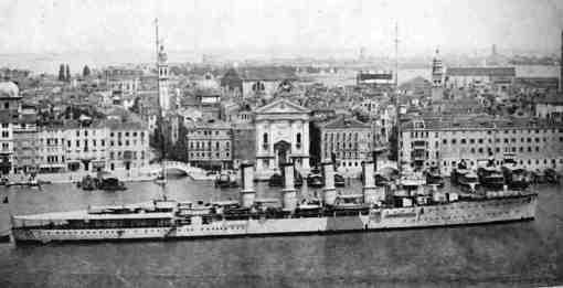 Regio incrociatore Taranto (foto U.S.M.M.) . copia - www.lavocedelmarinaio.com