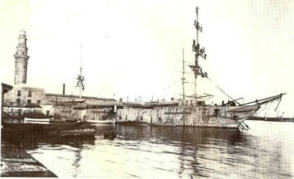 Corvetta Caracciolo (1923), ormeggiato al molo Beverello di Napoli - www.vocedelmarinaio.com