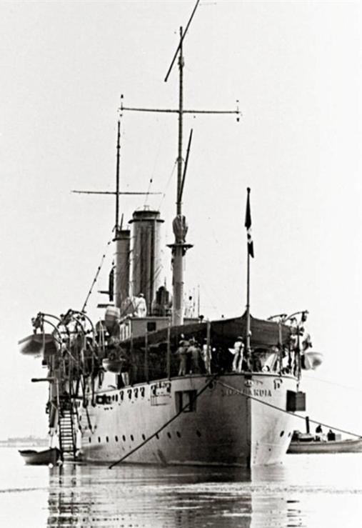 Regia nave Lombardia vista da prua - www.lavocedelmarinaio.com