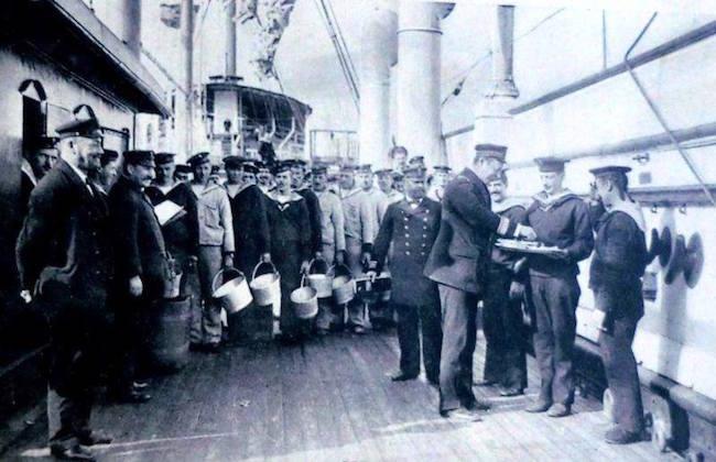assaggio rancio su nave dell'impero austro-ungarico (Roberto Tento) www.lavocedelmarinaio.com