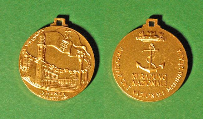 medaglie coniate per XI RADUNO A VICENZA - www.lavocedelmarinaio.com