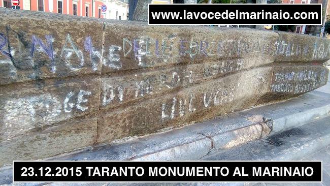 La base vilipesa del monumento al Marinaio di Taranto - www.lavocedelmarinaio.com