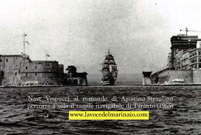Nave Vespucci 1965 al comando di Agostino Straulino percorre a vela il canale navigabile di Taranto - www.lavocedelmarinaio.com