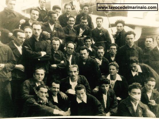 Foto di Giuseppe Zaccarelli- Probabili superstiti nell'affondamento di nave gradisca a Capo Matapan - www.lavocedelmarinaio.com