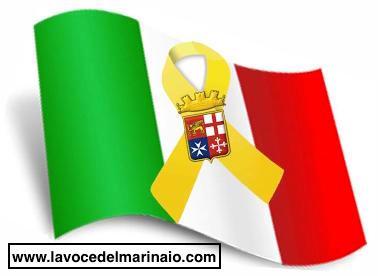 bandiera tricolore e yellow per i due Marò - www.lavocedelmarinaio.com