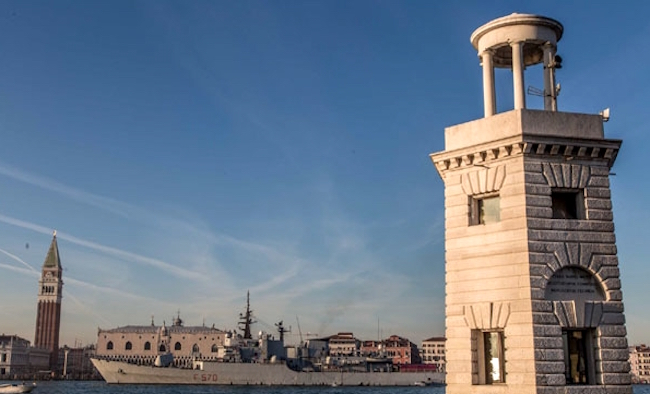 Nave Maestrale nel suo ultimo passaggio a Venezia (foto M.M.) - www.lavocedelmarinaio.com