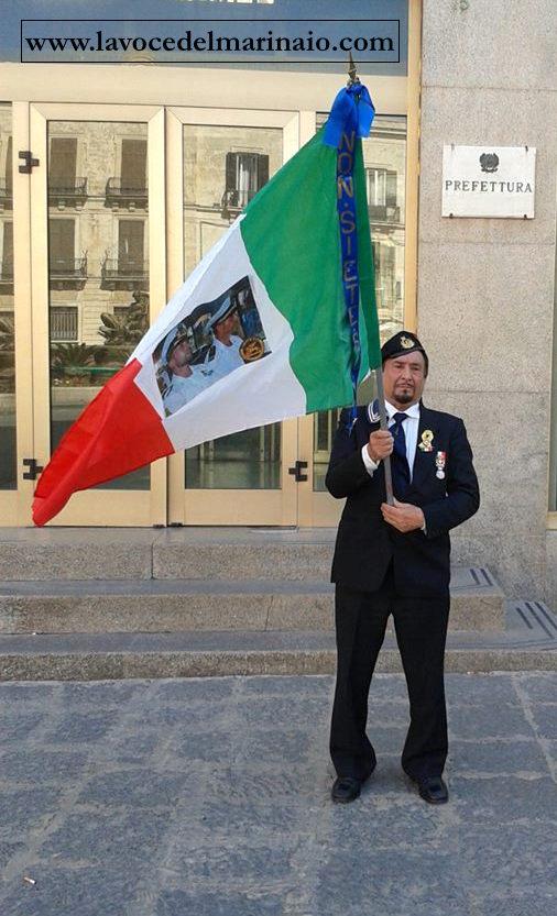 Giuseppe Pisasale a sostegno dei due Marò prigionieri in India - www.lavocedelmarinaio.com
