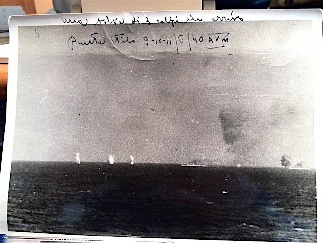 9-11.1940 regia nave fiume centrato a largo di Punta stilo (foto Giorgio Zenaro) - www.lavocedelmarinaio.com