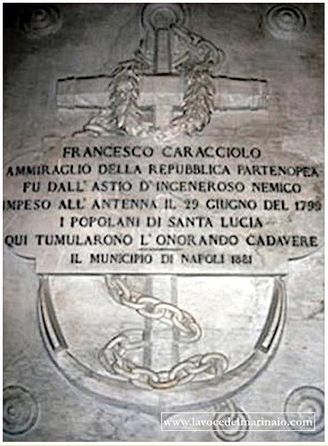 Lapide in ricordo dell'ammiraglio Francesco Caracciolo a Napoli - www.lavocedelmarinaio.com