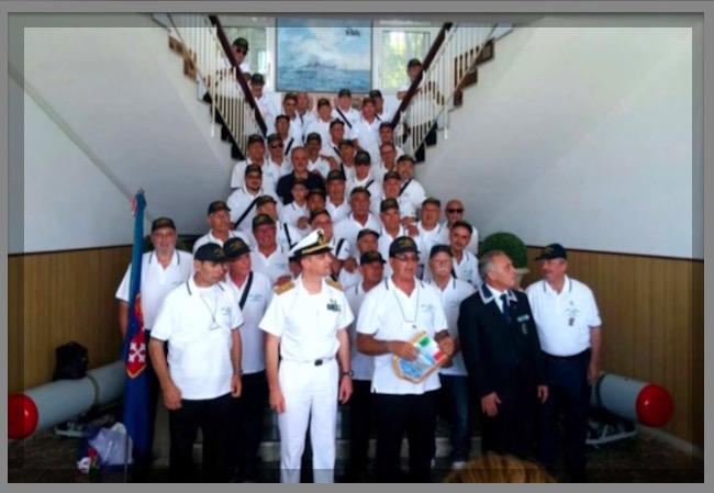 foto-di-gruppo-dei-partecipanti-al-6-raduno-equipaggi-nave-visintini-www-lavocedelmarinaio-com