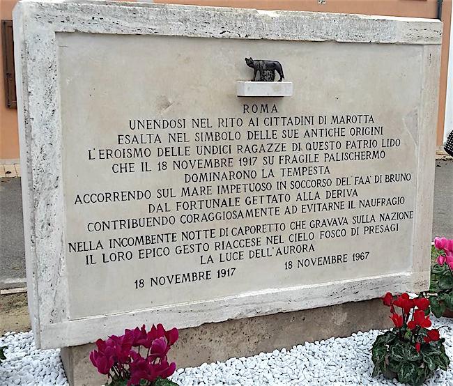 18-11-1917-le-undici-ragazze-di-marotta-francesco-dalla-lega-www-lavocedelmarinaio-com
