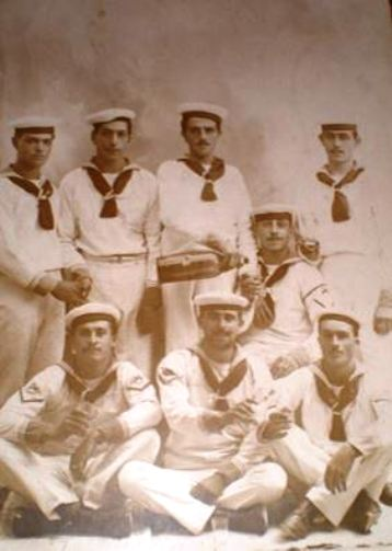 alcuni-marinai-della-regia-nave-brin-f-p-g-c-carlo-di-nitto-a-www-lavocedelmarinaio-com