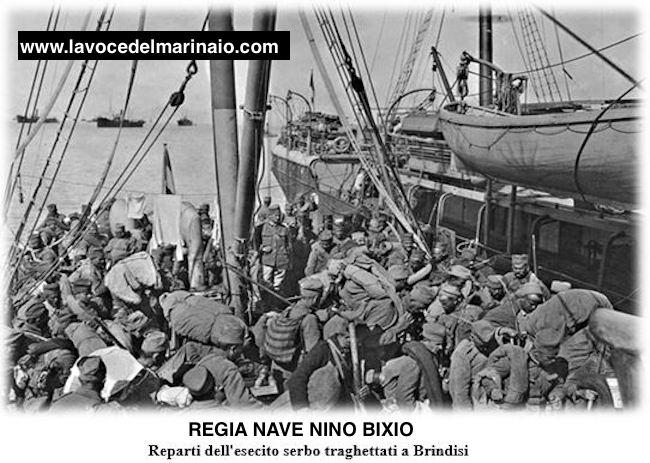 regia-nave-bixio-reparti-esercito-serbo-traghettati-a-brindisi-www-lavocedelmarinaio-com