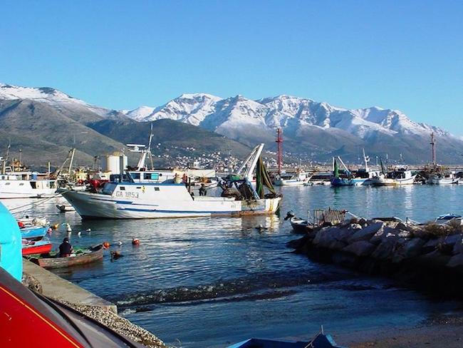 5-il-porticciolo-peschereccio-di-punta-mulino-nel-vecchio-borgo-marinaro-di-gaeta