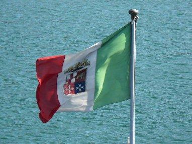 Il saluto alla bandiera www.lavocedelmarinaio.com