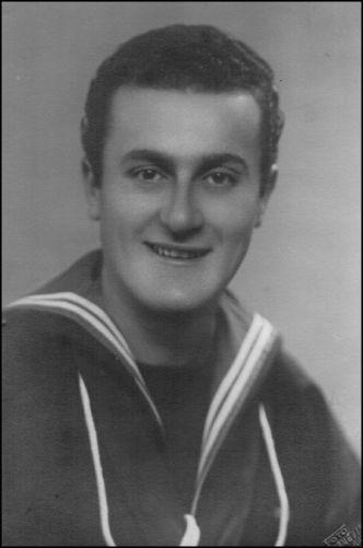 Mario Sclavenzi, marinaio dell'incrociatore Duca degli Abbruzzi (foto di Massimo Scalvenzi per gentile concessione a www.lavocedelmarinaio.com)