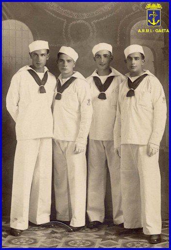 i cadetti della regia Accademia Navale foto carlo di nitto - www.lavocedelmarinaio.com