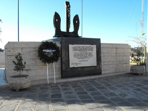 Licata Monumento ai Marinai - www.lavocedelmarinaio.com