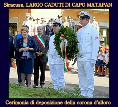 Siracusa deposizione corona alloro per i caduti di Capo Matapan - www.lavocedelmarinaio.com