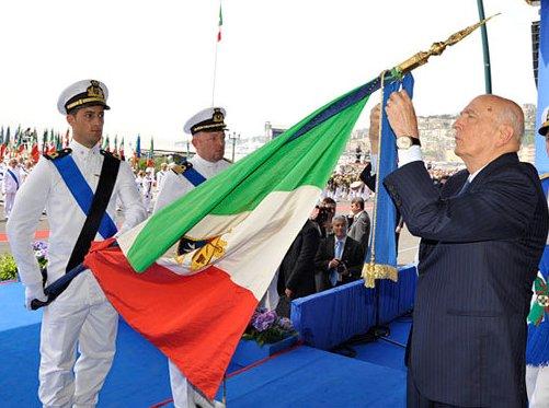 omaggio-alla-Bandiera - www.lavocedelmarinaio.com