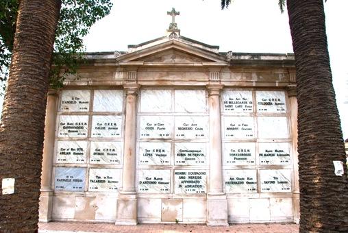 Famedio Militare Cimitero di Brindisi con loculo equipaggi regio Sommergibile Nereide (foto per gentile concessione Claudio53) - www.lavocedelmarinaio.com