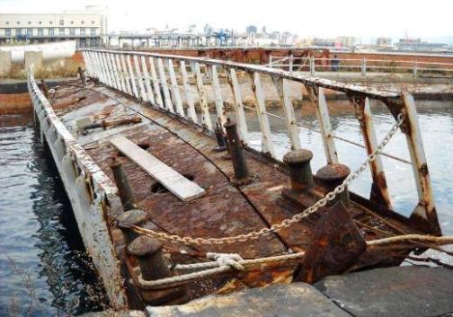 bacino di raddobbo Cantiere di Castellammare di Stabia  agosto2014 -www.lavocedelmarinaio.com