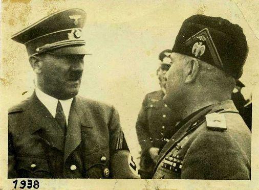 Adof Hitler e Benito Mussolini (1930) f.p.g.c. a www.lavocedelmarinaio.com da parte collezione Marino Miccoli