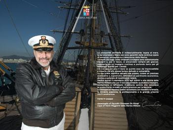 Il c.s.m.m. Giuseppe De Giorgi in posa per il calendario della Marina 2015 (foto Marina Militare)