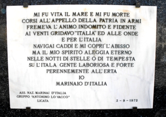 Lapide monumento Licata - www.lavocedelmarinaio.com