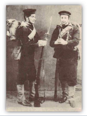 1873 Marinai con lo zaino foto Rivista Marittima - copia - www.lavocedelmarinaio.com