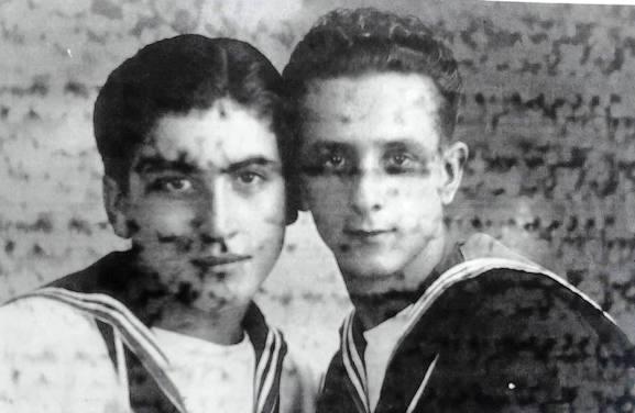 Antonio Cotrone e Valerio Ielpa (1940) f.p.g.c. Giuseppe Orlando a www.lavocedelmarinaio.com