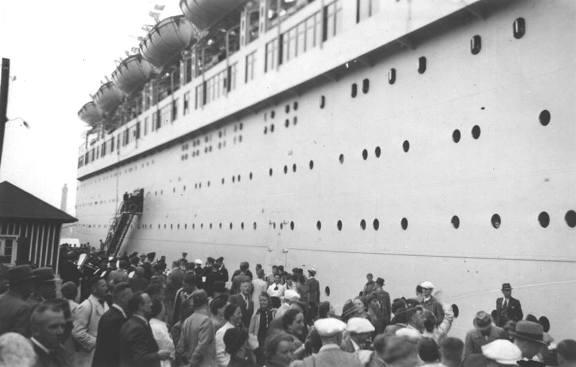 Imbarco passeggeri sulla nave Wilhelm Gustloff - foto internet - www.lavocedelmarinaio.com