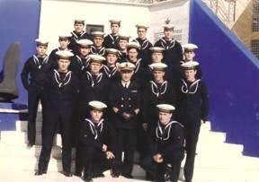 ammiraglio Egidio Alberto con i suoi marinai a Mariscuola Taranto  - www.lavocedelmarinaio.com