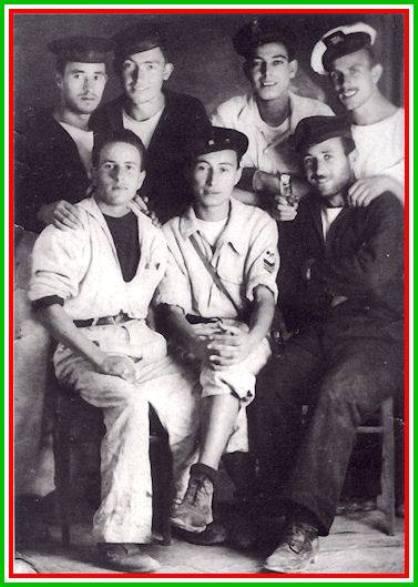 i 7 marinai di Buchenwald (f.p.g.c. Carlo Di Nitto a www.lavocedelmarinaio.com)
