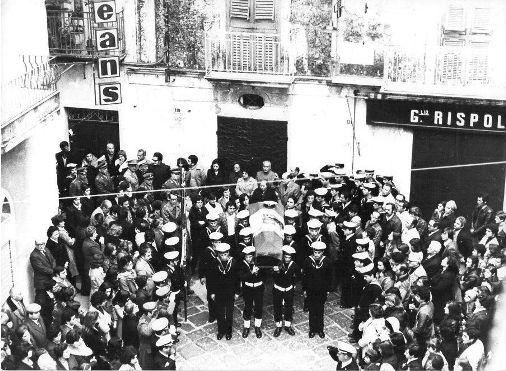 Gaeta 7.3.1977 i funerali di Giuseppe Minelli (foto Dante Pignatiello) - Copia