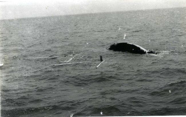 Sampam in affondamento (f.p.g.c. Nardo Mastroieni a www.lavocedelmarinaio.com