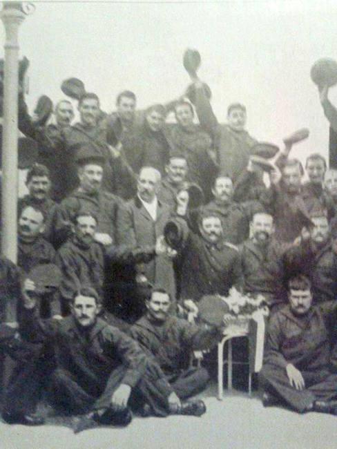 parte dell'equipaggio del Leon Gambetta - www.lavocedelmarinaio.com