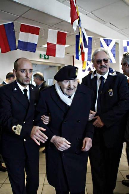 Comandante Rendina,  Rodolfo Fiaschi (compimento 101° compleanno) e Alberto Fiaschi f.p.g.c. a www.lavocedelmarinaio.com
