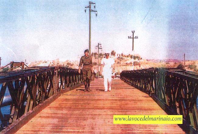 19.6.1990 l'ammiraglio Egidio Alberti e il Capitano Di Maggio atraversano il nuovo ponte fra La Maddalena e Caprera - www.lavocedelmarinaio.com