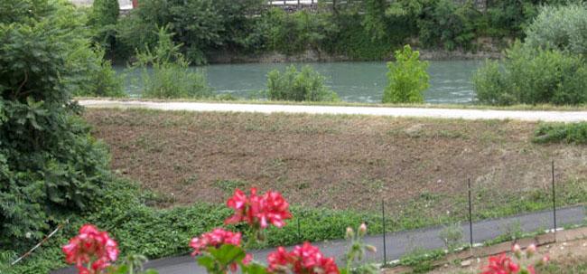 Il porto fluviale del traghettatore dell'Adige (f.p.g.c. Roberta ammiraglia 88) - www.lavocedelmarinaio.com