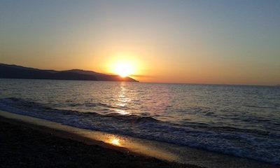 Il mare visto da Barcellona Pozzo di Gotto (foto Giuseppe Salvo) - www.lavocedelmarinaio.com