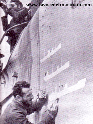 Una curiosa immagine mostra la pitturazione-delle navi affondate sul smg. Finzi - www.lavocedelmarinaio.com
